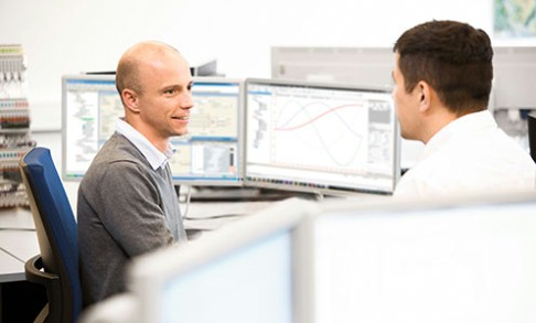 Rexroth specialists solving a customer question regarding the Open Core Interface