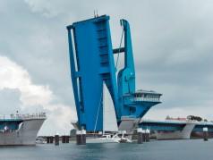 Large hydraulic bridge cylinder