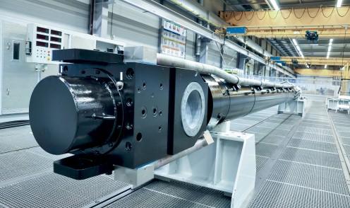 Large hydraulic civil engineering cylinder
