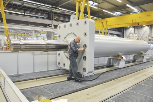 Large hydraulic dam cylinder