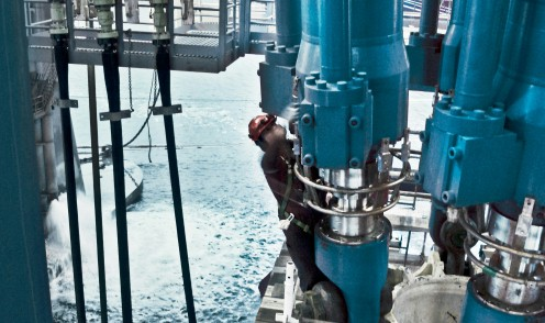 Large hydraulic offshore cylinders