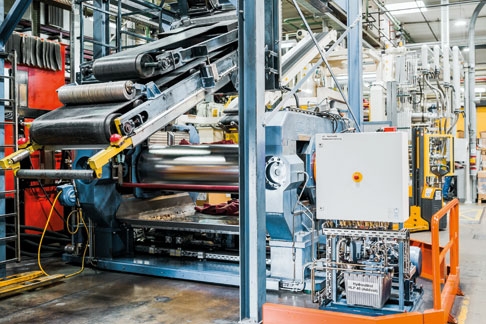 The systems at Kraiburg run almost continuously on three shifts. Machine availability therefore plays an extremely important role.